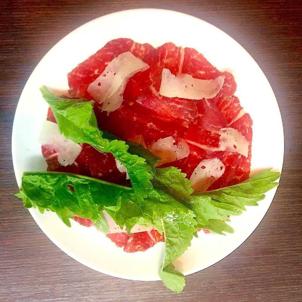carpaccio di bresaola, sauce cipriani, horseradish leaves